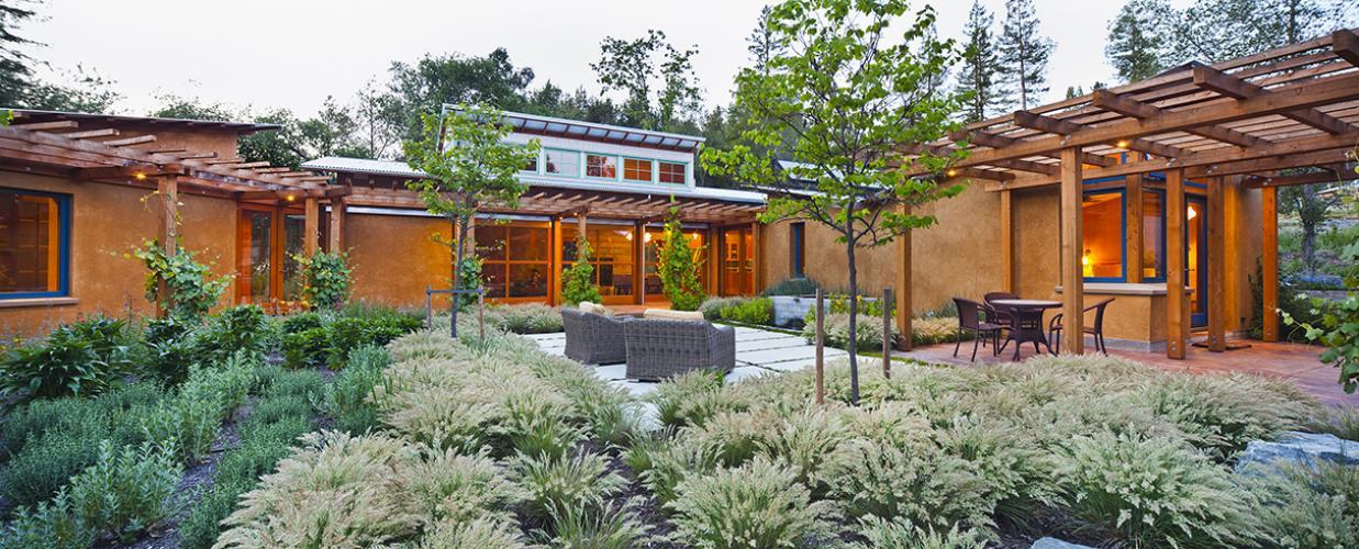 vine hill residence courtyard